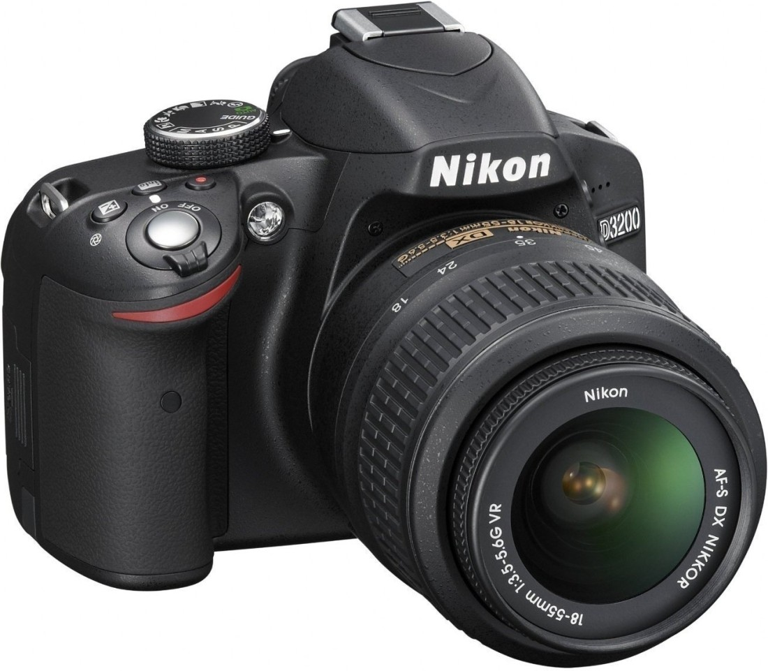 Nikon D3200 DSLR (With 18-55mm VRll Kit Lens)