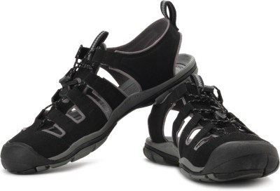Keen KEEN Cascade Cnx Outdoors And Trail Leather Sandals (Black)