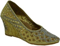Senso Vegetarian Gold Women Gold Wedges Gold