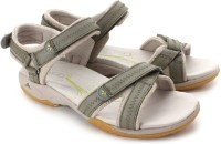 Clarks Isna Pebble Casual Sandals: Sandal