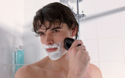 Philips AquaTouch AT621 Shaver For Men (Black)